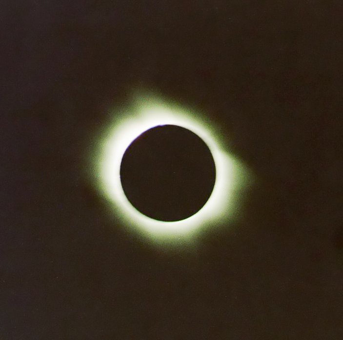 Total Solar Eclipse, Al Salloum, Matruh, Egypt - March 29, 2006 - by: Aymen Ibrahem (Zenit 500mm, F2.8, 1/500 second exposure, Kodak Plus 200)
